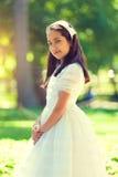 一个小女孩的画象在她的第一圣餐天 免版税库存照片