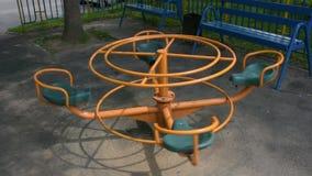 一个小孩的转盘在城市公园 影视素材