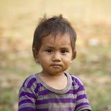 一个小孩的面孔在Népal 库存照片