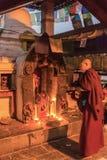 一个小寺庙的佛教徒2018年3月25日在加德满都,尼泊尔 免版税库存图片