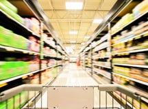 一个小岛的被弄脏的射击在超级市场或杂货店商店 库存照片