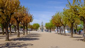 一个小旅游沿海城市阿尔贝克的大广场的看法在德国 免版税库存图片