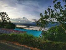 一个小村庄北婆罗洲的一个有雾的早晨,沙巴,马来西亚 免版税图库摄影