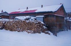 一个小村庄在下雪 免版税库存图片