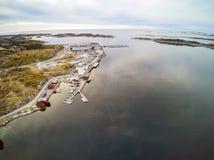 一个小海岛的海岸的鸟瞰图 图库摄影