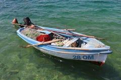 一个小渔船在Njivice,克罗地亚 免版税库存图片