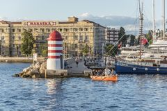 一个小灯塔和码头在市扎达尔,克罗地亚 图库摄影