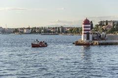 一个小灯塔和码头在市扎达尔,克罗地亚 免版税库存照片