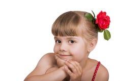 一个小白肤金发的女孩的画象 免版税库存照片