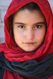 一个小的女孩的特写镜头有hijab的 免版税库存图片