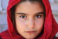 一个小的女孩的特写镜头有hijab的 库存照片