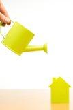 一个小的房子的概念性图片 库存照片