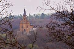一个小的朝圣教会在森林 图库摄影