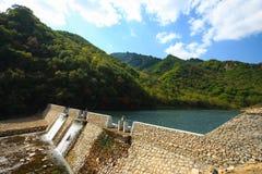 一个小的水坝 免版税库存照片