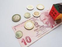 一个小的玩具房子概念在土耳其里拉 储款和志向的概念 库存图片