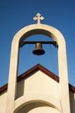 一个小石教会的塔响铃反对美丽的多云天空的 库存照片