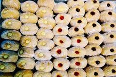 一个小组传统波兰油炸圈饼果酱 免版税库存图片