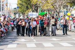 一个小组音乐家参加Adloyada狂欢节在纳哈里亚,以色列 库存图片