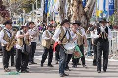一个小组音乐家参加Adloyada狂欢节在纳哈里亚,以色列 免版税库存图片