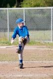 一个小职业棒球联盟投手 库存照片