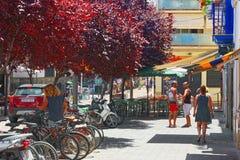 一个小镇的城市视图在巴塞罗那-锡切斯的郊区 库存图片