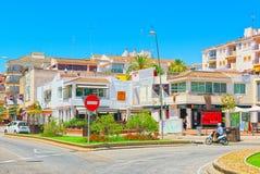 一个小镇的城市视图在巴塞罗那-锡切斯的郊区 库存照片