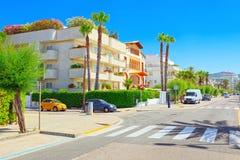 一个小镇的城市视图在巴塞罗那-锡切斯的郊区 免版税库存照片