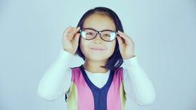 一个小韩国女孩戴眼镜 股票视频