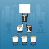 一个小组商人在金字塔合作  免版税库存图片
