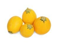 一个小组圆的黄色夏南瓜,隔绝在白色背景 健康沙拉的有机菜 免版税图库摄影