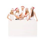 一个小组圣诞节帽子的愉快和情感少年 免版税库存图片