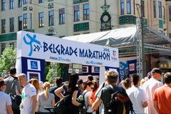 一个小组在行动的赛跑者在贝尔格莱德马拉松期间 免版税图库摄影