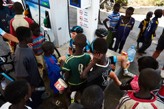 一个小组塞内加尔孩子是感兴趣在游览du塞内加尔 免版税图库摄影