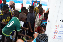 一个小组塞内加尔孩子是感兴趣在游览du塞内加尔 免版税库存图片
