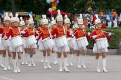 一个小组女孩军乐队女队长鼓手 图库摄影