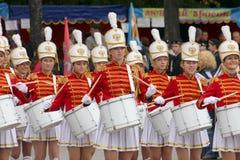 一个小组女孩军乐队女队长鼓手 库存图片