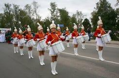 一个小组女孩军乐队女队长鼓手 免版税库存照片
