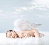 一个小婴孩的画象作为天使 免版税库存图片