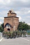 一个小组战士在克里姆林宫走在Kolomna,俄罗斯 免版税库存照片