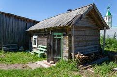 一个小浴房子在俄国村庄 库存照片