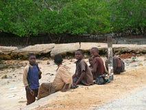 一个小组未知的非洲男孩沟通 库存照片