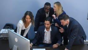 一个小组的画象在会议上的多种族商人 免版税库存图片