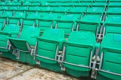 一个小组空位或椅子在体育场、剧院或者音乐会内 免版税库存照片