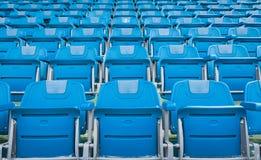 一个小组空位或椅子在体育场、剧院或者conxert内 库存图片