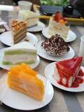 一个小组茶时间的蛋糕 库存照片