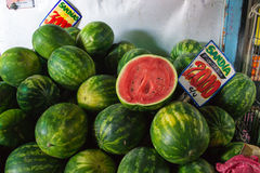 一个小组西瓜在市场上 免版税库存图片