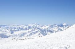 一个小组Elbrus山的登山人 库存图片