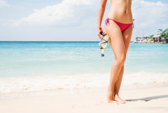 一个少妇的性感的身体海滩的 免版税图库摄影