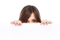 一个少妇的纵向有空白广告牌的 免版税库存照片