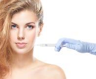 一个少妇的纵向botox射入程序的 免版税图库摄影